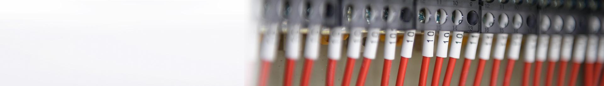 podpięte kable